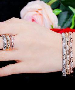 أسوارة مع خاتم من الزركون