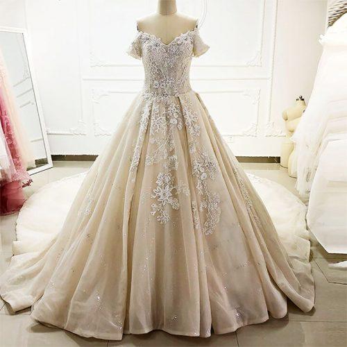 فستان زفاف ملكي بالدانتيل و مطرز كلاسيكي
